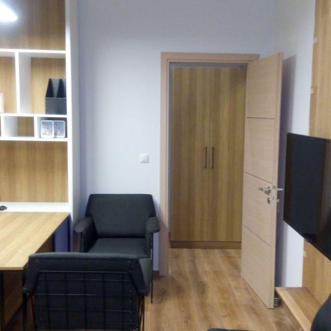 Κατασκευή γραφείου-βιβλιοθήκης-ραφιών-επένδυσης τοίχου