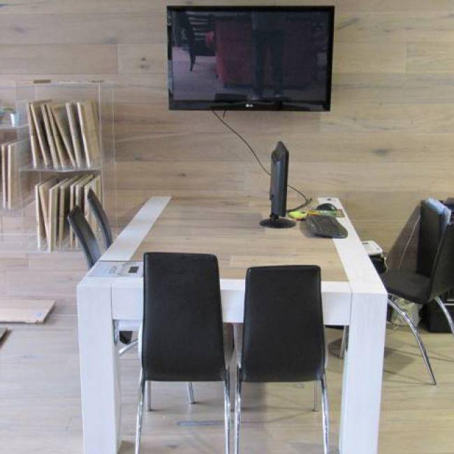 Τραπέζι Μασίφ ξύλο-Ράφια παρουσιάσης-επένδυση τοίχου