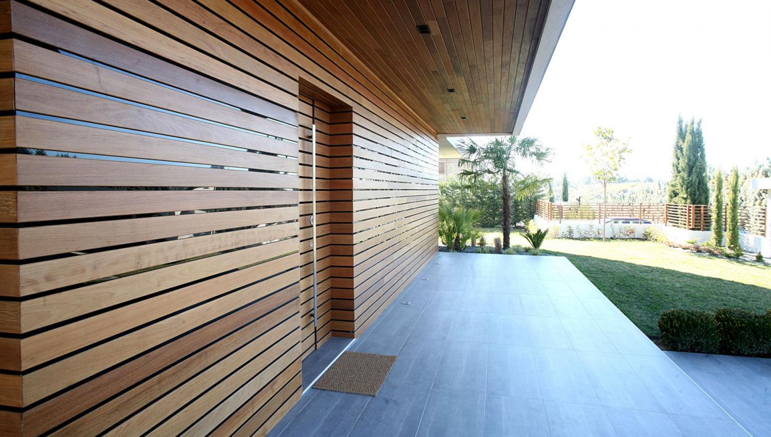 ΙPE DECKING WALL-DOOR COVERING